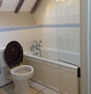 McDonnell bathroom before refurbishment